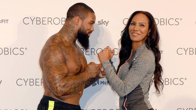 Sportverrückt: Fitnesscoach Barbara Becker und Trainer James (the Beast) Wilson 2016 in Berlin. Auch Tattoos mögen beide.