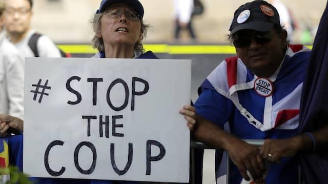 Demonstranten vor dem Parlament in London nach Boris Johnsons Ankündigung, das Parlament beurlauben zu wollen.