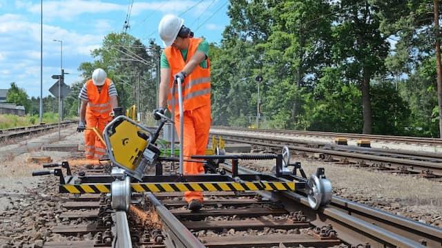 Raue Gleise: Sensible Weichen müssen regelmäßig überprüft und geschliffen werden.