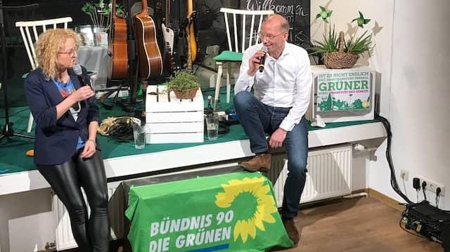Vorteil einer Doppelspitze: Die Grünen-Spitzenkandidaten Bastian Bergerhoff und Martina Feldmayer mussten nicht alleine vor der Kamera sitzen.