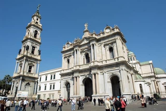 Steht noch: Wallfahrtskirche Santuario della Beata Vergine del Rosario in Pompei