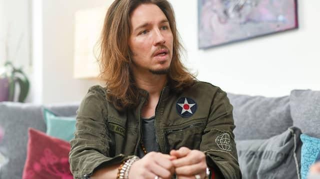 Der Sänger Gil Ofarim beharrt darauf, dass er an dem Tag, an dem er in einem Hotel beleidigt worden sein soll, seinen Davidstern-Anhänger trug.