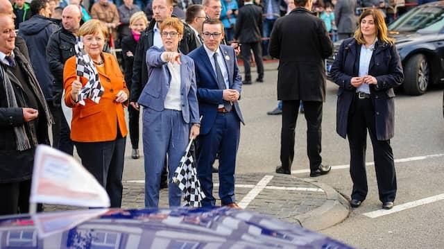 """""""Nach der Wahl ist vor der Wahl"""": Merkel und Kramp-Karrenbauer"""