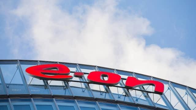 Das Logo des Energiekonzerns Eon an der Konzernzentrale in Essen