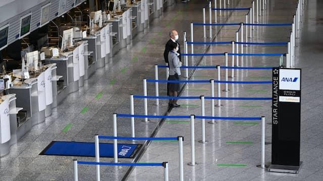 Gähnende Leere an den Abflugschaltern im Terminal 1 des Frankfurter Flughafens