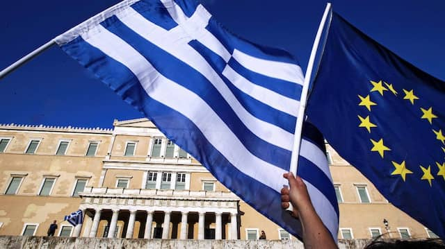 Demonstranten im Juni 2015 vor dem Parlamentsgebäude in Athen.