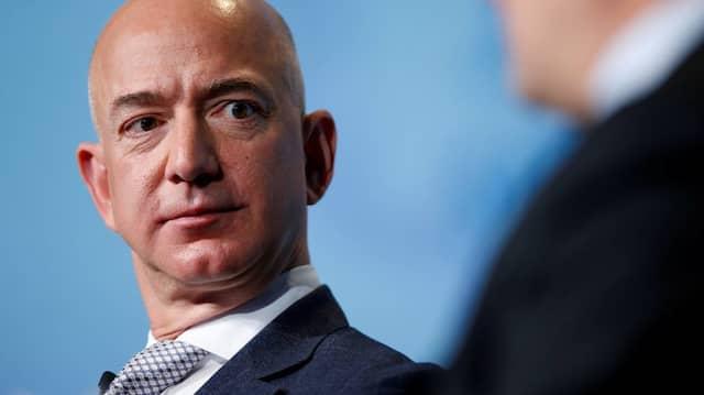 """Amazon-Chef Jeff Bezos beschuldigt das Boulevard-Magazin """"National Enquirer"""", ihn mit der Veröffentlichung von Nacktfotos erpresst zu haben."""