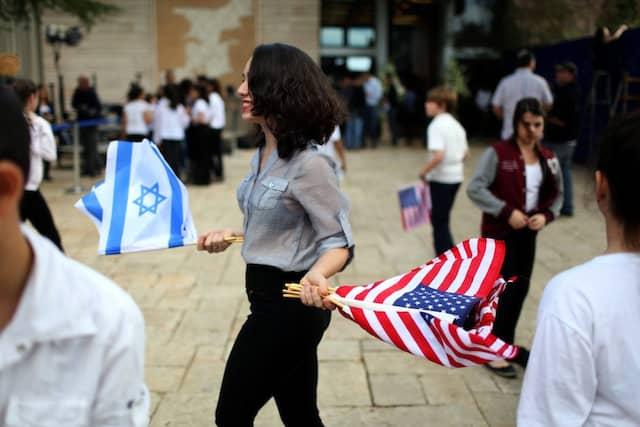 Mit flatternden Fähnchen: Vorbereitungen auf den hohen Besuch in Israel