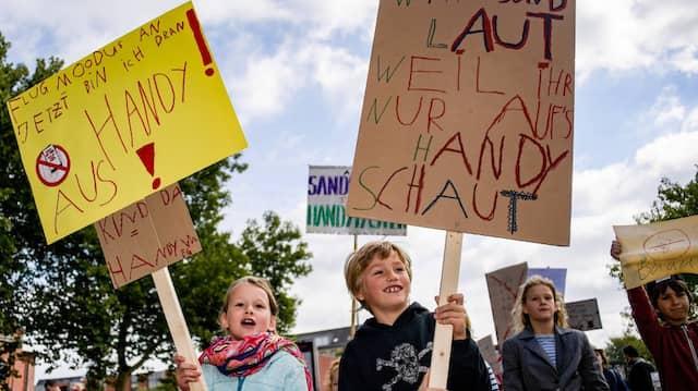 Die Idee für die Aktion kam von Emil (rechts). Seine Eltern haben die Demo für ihn organisiert.