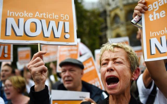 Brexit-Befürworter forderten am 5. September bei einer Demonstration vor dem britischen Parlament das schnelle Auslösen von Artikel 50 des EU-Vertrages.