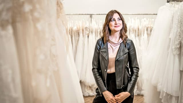 Brauchte mehrere Stunden, um die sichergestellten Kleider zu sichten: Jenna Walter in ihrem Geschäft.