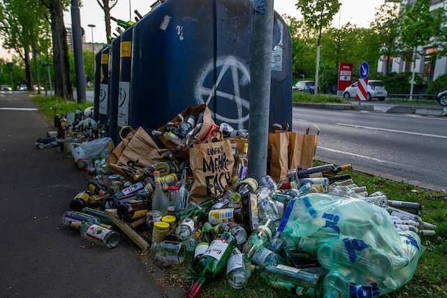 In der Pandemie nahm der Müll – und die unsachgemäße Entsorgung – in Frankfurt zu.