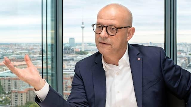 Martin Seiler, 57, ist seit 2018 Vorstand Personal und Recht der Deutschen Bahn AG.