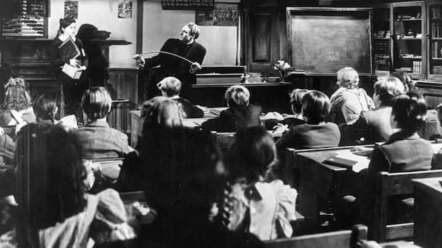 Heute disziplinieren Lehrer ihr Schüler nicht mehr mit dem Rohrstock. Regeln und deren Einhaltung sind allerdings noch immer wichtig.