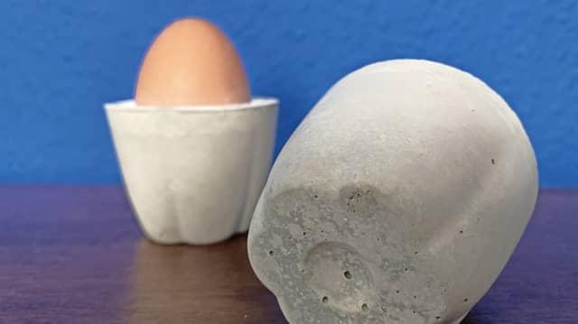 Hilfe aus der Küche: Die Eierbecher verdanken ihre Gestalt Soufflé-Formen aus Silikon.