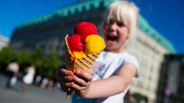 Schön kalt oder schaurig kalt? Eisessen kann auch weh tun.