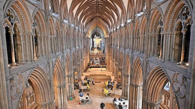 In der  Kathedrale von Lichfield, nördlich der britischen Stadt Birmingham, wurde schon  im März fleißig der Impfstoff von AstraZeneca gespritzt.