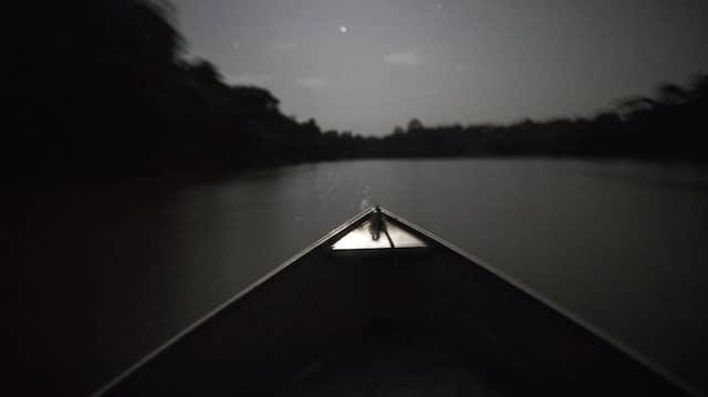 In einem Kanu endet die Geschichte von Father Damien
