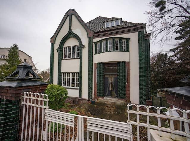 Künstlerhaus: Das Haus Behrens, das Peter Behrens im Jahr 1901 erbaut hat, ist Teil der Künstlerkolonie Mathildenhöhe Darmstadt.