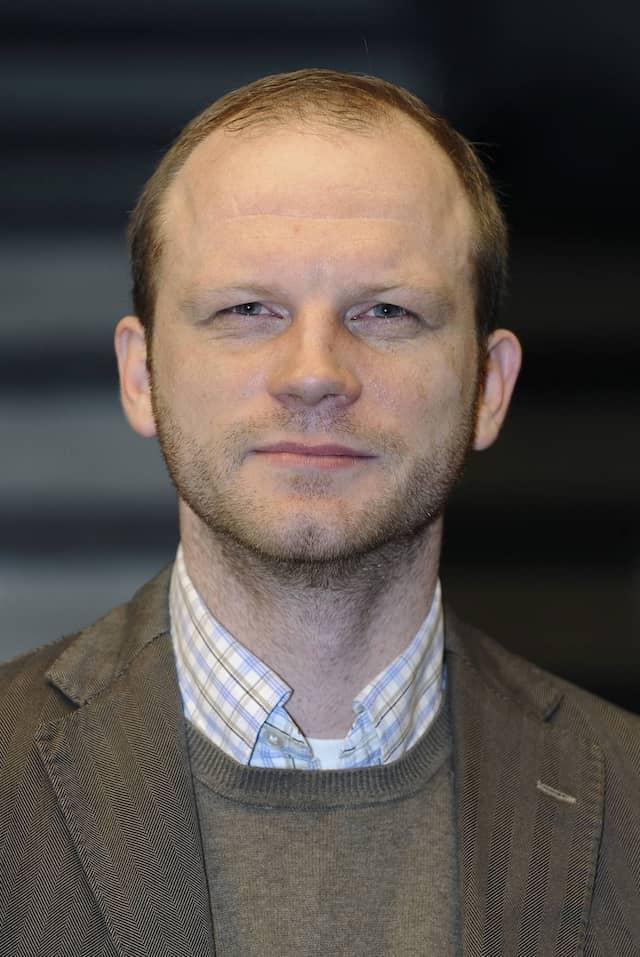 Seit zehn Jahren für ARD und WDR tätig: Der ARD-Journalist Robert Kempe beschäftigt sich mit den Verbindungen von Sport und Politik.