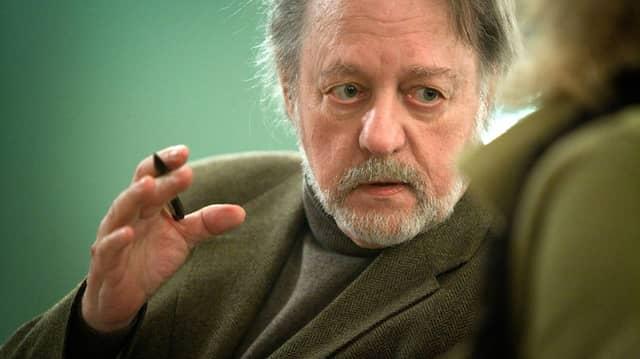 """Thomas Huber liest """"Spaziergänge am Rande des Meeres"""" von Ror Wolf"""