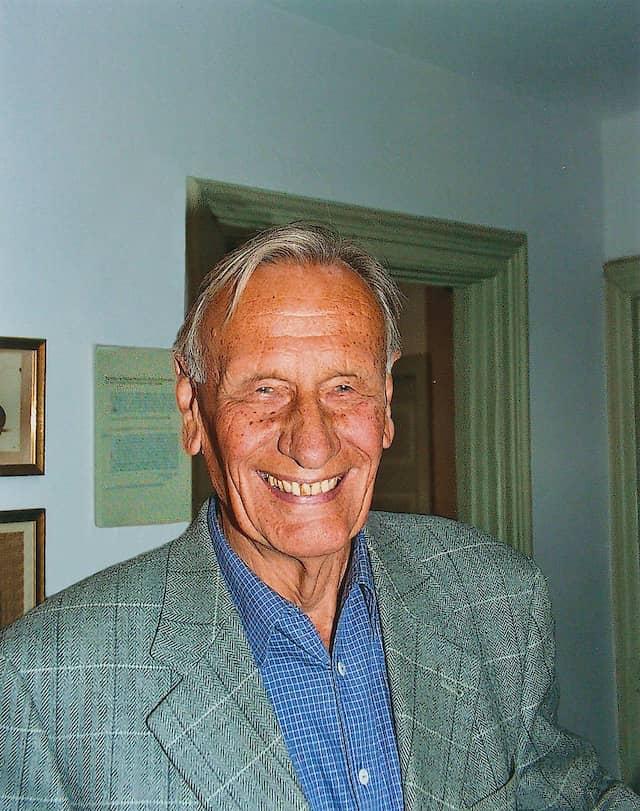Karl Ernst Laage (1920 bis 2017), war 37 Jahre  lang wissenschaftlicher Leiter der Theodor-Storm-Gesellschaft.