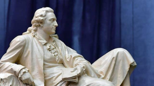 Besonders reiselustig war er nicht: Goethe in einer Gipsplastik des Bildhauers Adolf von Donndorf (1835-1916).
