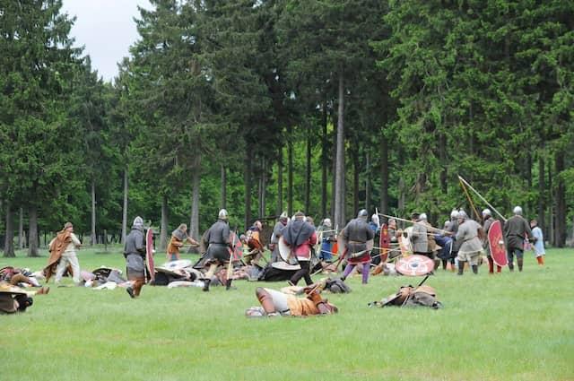 Im Bereich des ErlebnisWaldes Trappenkamp wird seit einigen Jahren die Schlacht bei Suentana nachgespielt. Bei dieser wohl größten Reenactment-Schlacht in Schleswig-Holstein sind mehr als 300 Reiter, Bogenschützen und Schwertkämpfer beteiligt.