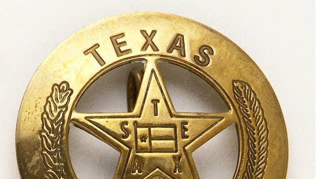Die Marke der Texas Ranger: Für Lockes Hauptfigur, den schwarzen Polizisten Mathews, ist dieser fünfzackige Stern Schutz und Bedrohung zugleich.