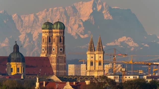 """Münchens internationale Kunstmesse """"Highlights"""" darf im Juli nicht stattfinden und muss in den Herbst verschoben werden."""
