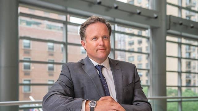Der ehemalige Investment Banker Charles Stewart wurde im Oktober 2019 zum CEO von Sotheby's ernannt. Er setzt auf die Anziehungskraft zeitgenössischer, deutscher Künstler.