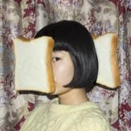 Toastbrot ist auch keine Lösung: Die Japanerin Izumi Miyazaki inszeniert sich mit Lebensmitteln.