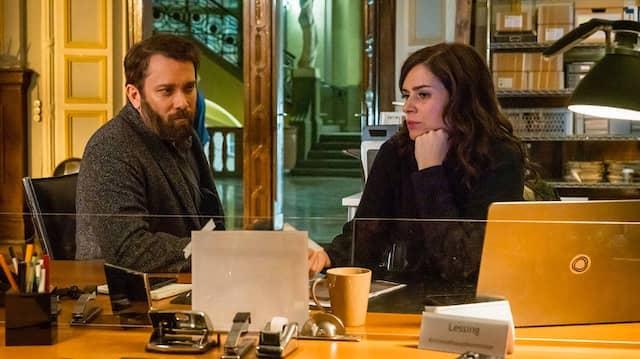 """Die ermittelten zusammen, doch das schien nur so: Christian Ulmen als Kommissar Lessing und Nora Tschirner als Kommissarin Kira Dorn im Weimarer """"Tatort""""."""