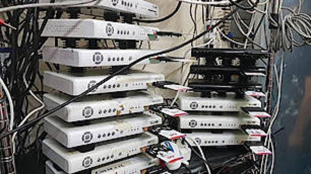 Blick in einen Serverraum der illegalen Streamer.