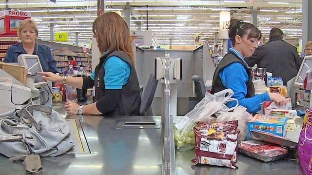 Könnte bald Vergangenheit sein: Kassiererinnen im Supermarkt