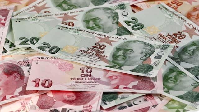 Neue Rekordtiefs Zur Euro Und Dollar Turkische Lira Sturzt Weiter Ab