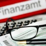 Steuerrecht ist komplex: die Bearbeitung der Steuererklärungen überfordere die Finanzverwaltung.
