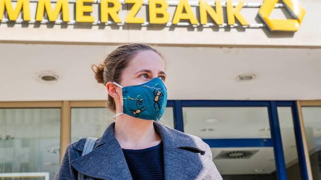 Auch viele Bankkunden haben nun Maskenpflicht.