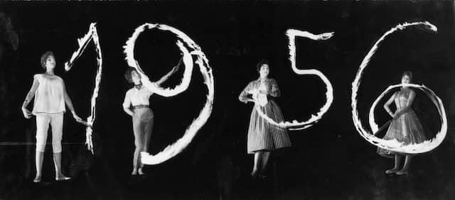 Durch Anwendung verschiedener fotografischer Mittel formte Lutz Kleinhans hier aus Licht das Jahr 1956 als Symbolfoto für diese Zeitung.