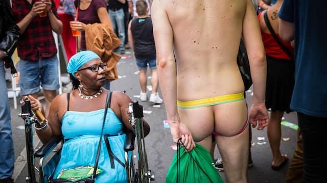 Straßenszene auf dem Schwulen- und Lesben-Fest in Berlin-Schöneberg.