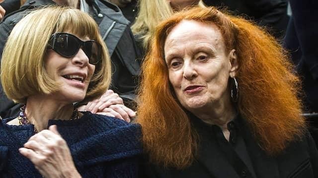 Vogue-Chefredakteurin Anna Wintour (links) und die damalige Kreativdirektorin Grace Coddington besuchen 2013 die Chanel-Modenschau in Paris.