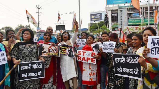 Demonstranten protestieren nach der Gruppenvergewaltigung von fünf Aktivistinnen am 23. Juni im Osten Indiens.