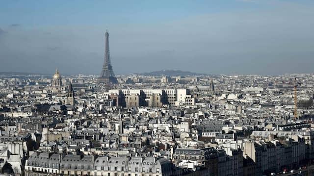Eine Aufnahme der Pariser Innenstadt mit dem Eiffelturm im Hintergrund (Symbolbild)