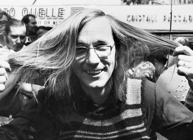 Wer heute erwachsen ist, kennt Maiwald noch mit langen Haare.