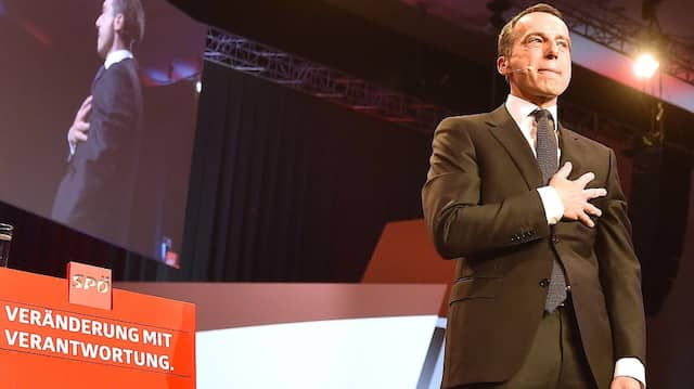 Wusste angeblich nichts von der Schmutzkampagne seiner Partei gegen Außenminister Kurz: SPÖ-Kanzler Christian Kern.