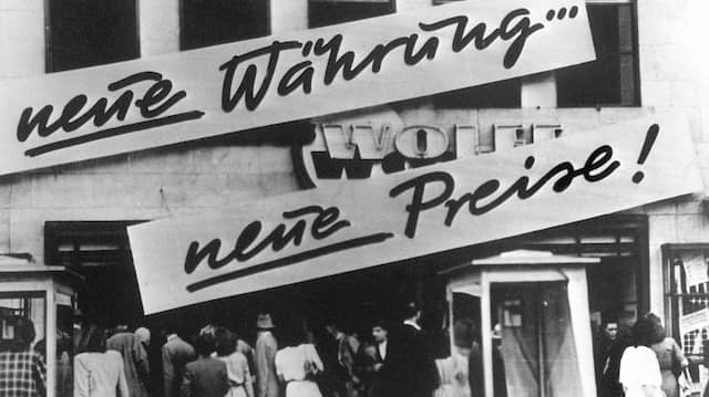 Als die D-Mark am 21. Juni 1948 kam: Kundenandrang vor einem Geschäft in Westdeutschland.