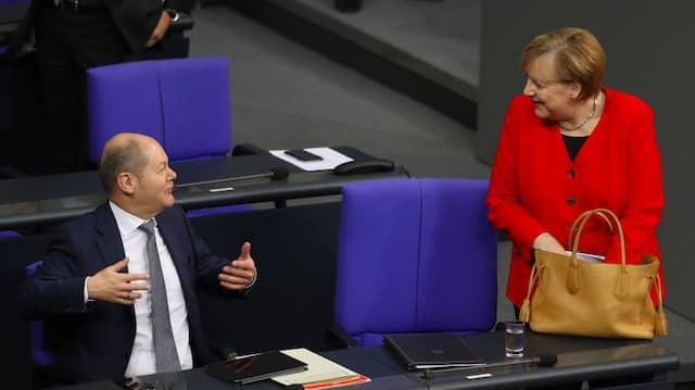 Weiter zusammen? Kanzlerin Merkel und Vizekanzler Scholz auf der Regierungsbank im Bundestag