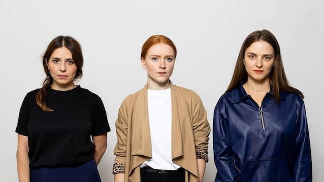 Podcasterinnen von X3: Ani Menua, Helena Melikov und Julia Boxler am 31. August in Berlin-Prenzlauer Berg
