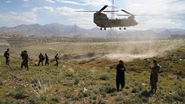 """Ein """"Chinook""""-Hubschrauber der amerikanischen Streitkräfte landet im Juni 2019 in der afghanischen Provinz Wardak."""