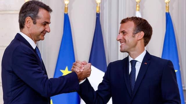 Der französische Präsident Emmanuel Macron und der griechische Ministerpräsident Kyriakos Mitsotakis am Dienstag in Paris